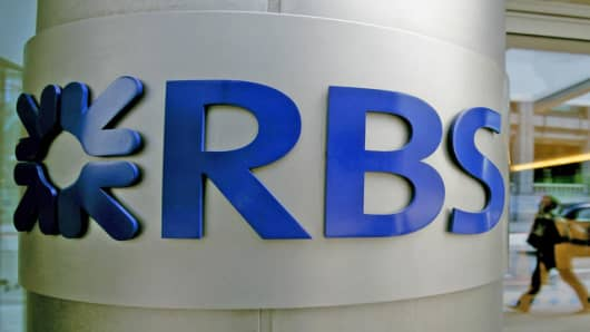 A Royal Bank of Scotland logo is seen outside the company's offices in central London, Tuesday May 29, 2007.  A consortium led by Royal Bank of Scotland PLC said Tuesday it will launch a hostile bid of euro71.1 billion (US$95.5 billion) for ABN Amro, topping a friendly offer from Barclays PLC and pressing Bank of America Corp. for control of the Dutch bank's U.S. arm.  (AP Photo/Matt Dunham)