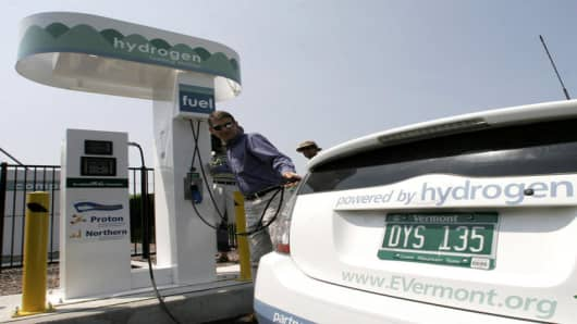 Harold Garabedian with the Agency of Natural Resources fills a hydrogen-powered auto at the new hydrogen fueling station in Burlington, Vt., Monday, July 3, 2006.  The station and auto are part of a testing program for the alternative fuel in colder climates.  (AP Photo/Toby Talbot)