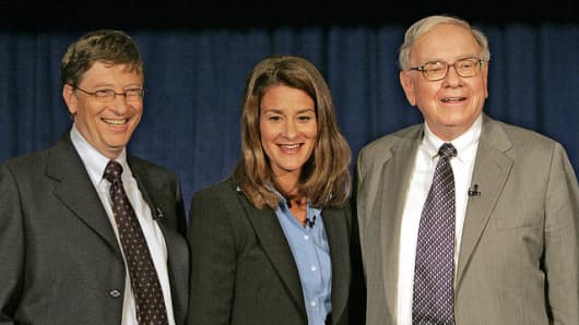 Bill Gates, Melinda Gates and Warren Buffett at a 2006 news conference announcing Buffett's plans to give billions to the Gates Foundation
