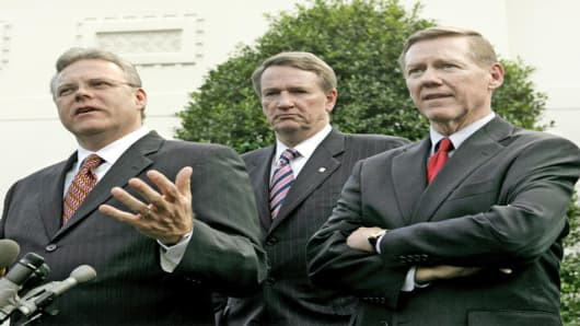 Chrysler Group President and Chief Executive Officer Tom LaSorda, left, General Motors Chairman and Chief Executive Rick Wagoner, center, and Ford Chief Executive Officer Alan Mulally, right, speak to the media outside the White House in Washington, Tuesday, Nov. 14, 2006, after they met with President Bush.  (AP Photo/Ron Edmonds)