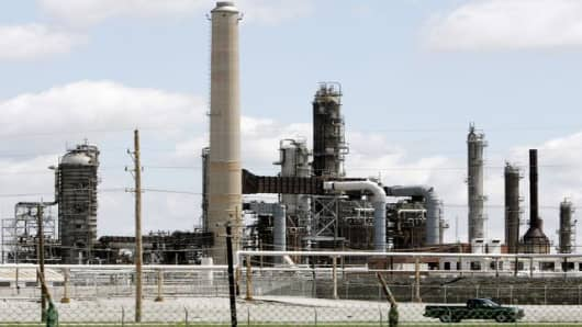 A portion of the Conoco Phillips Woodriver Refinery, is shown inWoodriver, Ill. Tuesday, June 14, 2005.  OPEC agreed Wednesday, June 15, 2005,  to increase its production quota by half a million barrels a day in an effort to cool rising crude oil prices.   (AP Photo/James A. Finley)
