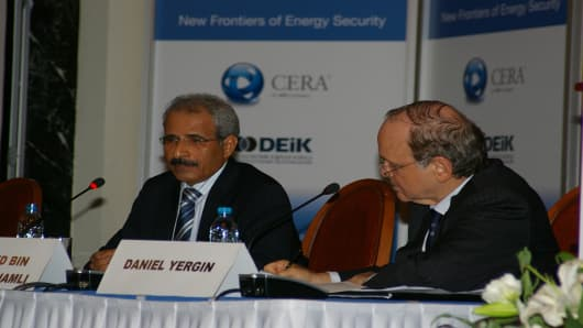H.E. Mohamed Bin Dhaen Al Hamli, Minister of Energy, U.A.E. and President of the OPEC Conference, and CERA Chairman Dan Yergin field questions during the conference.