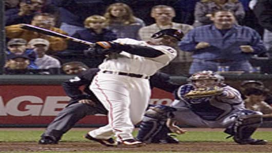 Barry Bonds record breaking shot.