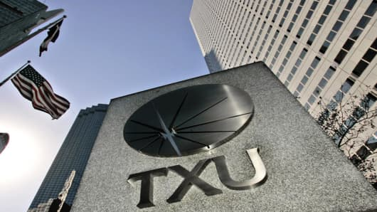 A TXU sign is shown in downtown Dallas, Monday Feb. 26, 2007.  TXU Corp., Texas' largest electricity producer, said it has agreed to be sold to a group of private-equity firms for about $32 billion in what would be the largest private buyout in U.S. corporate history if shareholders and regulators go along. (AP Photo/LM Otero)