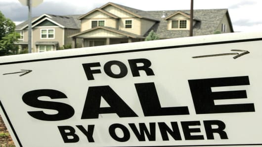 A sign points the way to a home for sale in Beaverton, Ore., Monday, May 22, 2006.  Figures for existing home sales will be released Thursday. (AP Photo/Don Ryan)