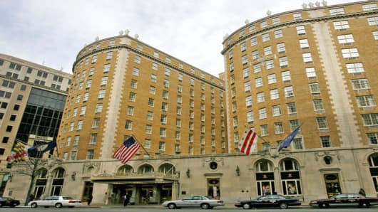 The Mayflower Hotel is seen in Washington on Monday March 10, 2008. New York Gov. Eliot Spitzer apologized Monday after he was accused of involvement in a prostitution ring. (AP Photo/Jacquelyn Martin)