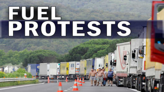 Truck drivers block the border in Spain with France, Tuesday, June 10, 2008. Thousands of Spanish truckers began an indefinite strike over soaring fuel costs . (AP Photo/Manu Fernandez)