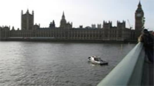 UK_parliament_river_200.jpg