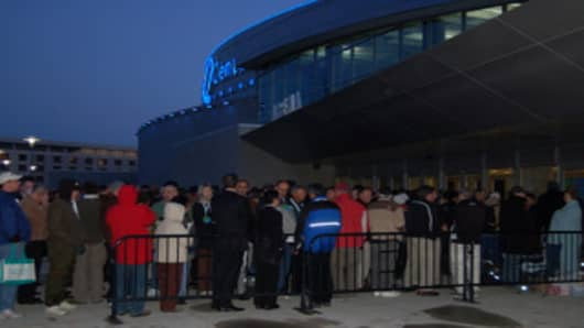 Hundreds arrived early in the morning at the 2007 annual meeting, waiting to get into the Qwest Center
