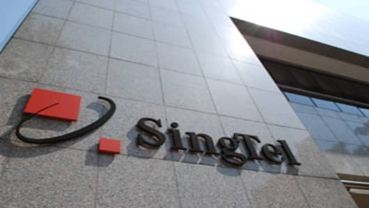 singtel-corp-logo-on-marble-building-sunlight.jpg