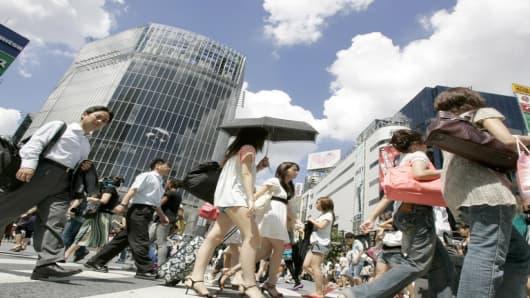 japan shoppers.jpg