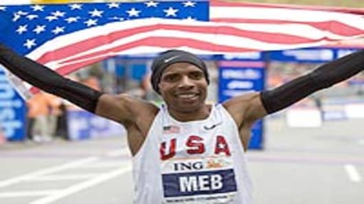 Meb Keflezighi of the US celebrates his victory in the New York City Marathon November 1, 2009 in New York