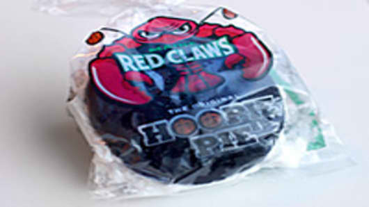 Maine_red_claws_hoopie_pie_200.jpg
