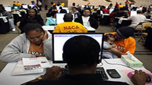 Thousands attend a mobile foreclosure prevention clinic in Daly City, California.