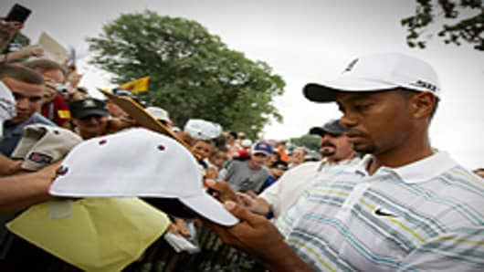 Woods_Tiger_signing_200.jpg