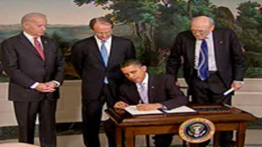 obama_signing_reform_2_200.jpg