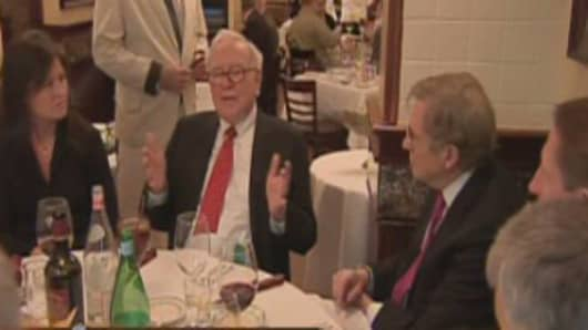 Warren Buffett hosts charity lunch at Smith & Wollensky in New York City.  Salida Capital CEO Courtenay Wolfe is at the far left in this screen grab from CNBC video.