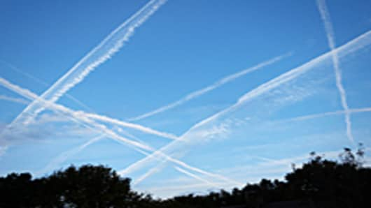 airplane_trails_200.jpg