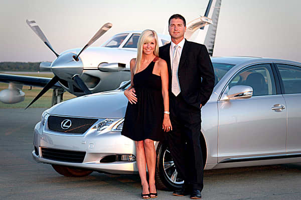 Schrenker's money management business grows. He marries, has kids and settles into the Geist neighborhood north of Indianapolis... an enclave of the city's elite. He lives the good life and has money to fuel his passion for piloting planes.