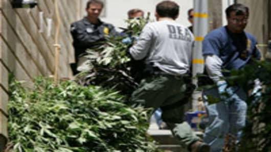 law_dea_confiscate_200.jpg
