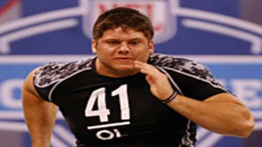 Offensive lineman Jared Veldheer of Hillsdale runs the 40 yard dash during the NFL Scouting Combine on February 27, 2010 in Indianapolis, Indiana.