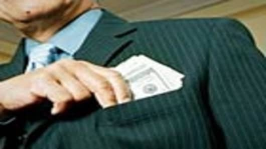 businessman_money_in_pocket_140.jpg
