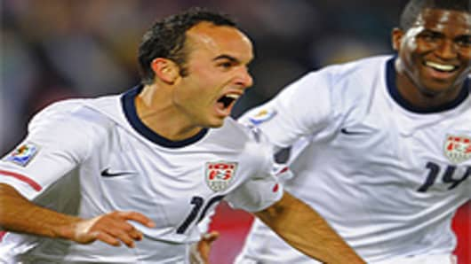 US midfielder Landon Donovan (L) celebrates after scoring during their Group C first round 2010 World Cup football match on June 23, 2010 at Loftus Verfeld stadium in Tshwane/Pretoria.