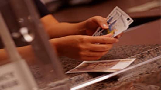 european_bank_teller_200.jpg