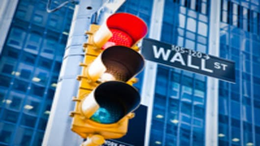 wallstreet_sign_red_traffic_light_200.jpg
