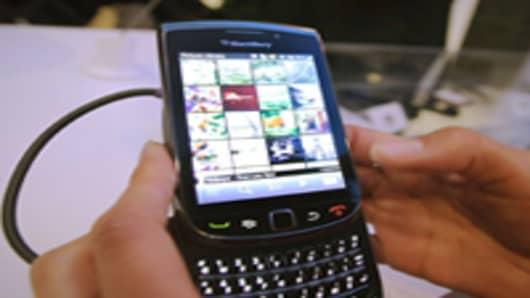 blackberry_torch_hands_200.jpg