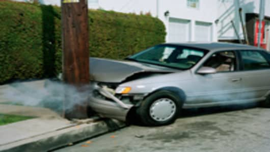 car_crash_pole_200.jpg
