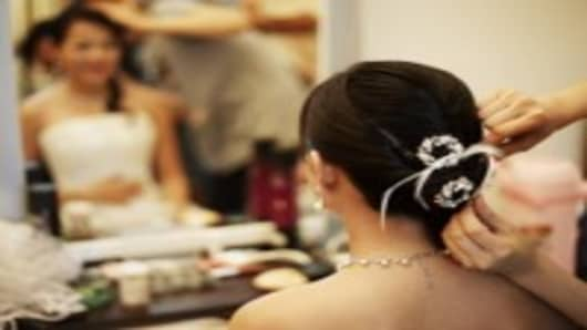 Chinese bride getting hair done_200.jpg