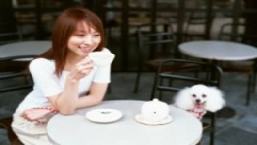 dog with owner at cafe_200.jpg
