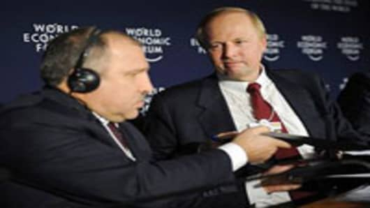 BP chief executive Bob Dudley (R) exchange documents with Rosneft President Eduard Khudainatov during a ceremony on the sidelines of the World Economic Forum annual meeting on January 26, 2011 in Davos.