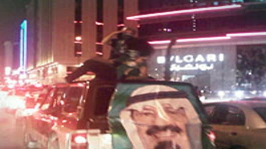 Riyadh_night_truck_200.jpg