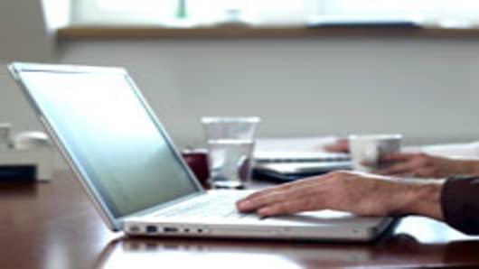 laptop_hand_200.jpg