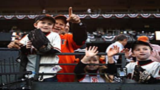 baseball_fans_family_200.jpg
