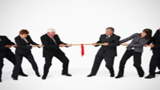 tug_of_war_business_people_200.jpg