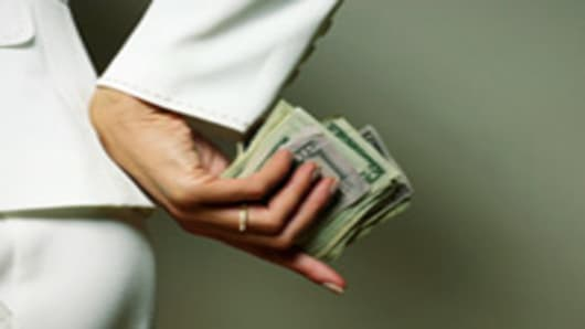 woman_ring_money_secret_200.jpg