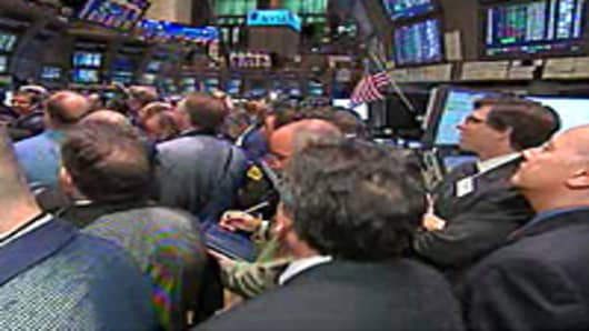 Traders at the New York Stock Exchange anticipate LinkedIn's IPO.