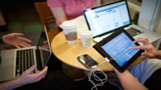 laptops_cafe_200.jpg