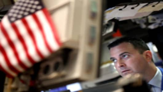 Trader-behind-computer-US-flag_200.jpg
