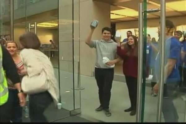 iPhone 5 Sales Prompts Apple-Mania