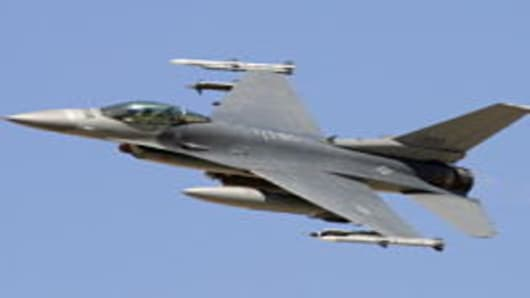 An F-16C Fighting Falcon flies by during a U.S. Air Force firepower demonstration at the Nevada Test and Training Range September 14, 2007 near Indian Springs, Nevada.