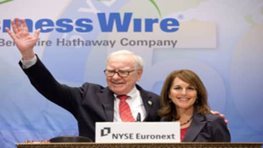 Warren Buffett and Business Wire CEO Cathy Baron Tamraz on the Opening Bell podium of the New York Stock Exchange, September 30, 2011.