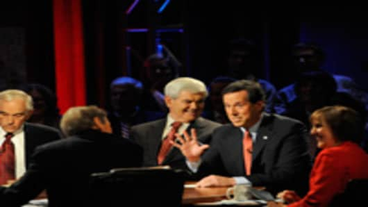 U.S. Rep. Ron Paul (R-TX), moderator Charlie Rose, Former House Speaker Newt Gingrich, Former U.S .Sen. Rick Santorum (R-PA) and Washington Post reporter Karen Tumulty during the presidential debate.