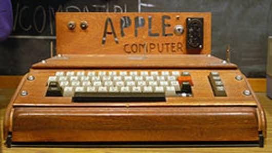 250px-Apple_I_Computer (3).jpg
