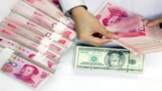 yuan-and-dollar-counting_2_200.jpg