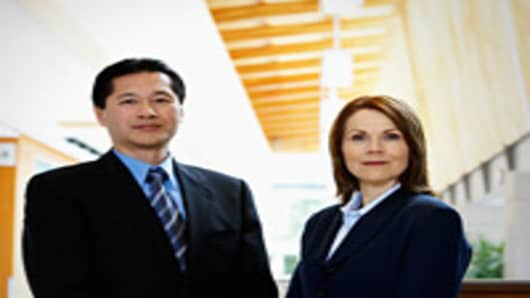 asian-businessman-with-caucasian-business-woman-200.jpg