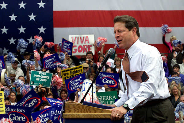 the campaign of al gore in 2000 presidential election He ran on the democratic ticket against george bush in the 2000 presidential election  see also: al gore possible presidential campaign, 2016.